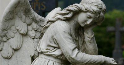 Brak daty zgonu w akcie zgonu – co zrobić?