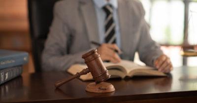 Kiedy sąd może pozbawić rodzica władzy rodzicielskiej?
